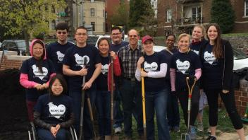 2015 Picnic day volunteers with shovels